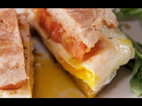 Egg And Tomato Breakfast Sandwich With Herb Mayo - Healthy ...